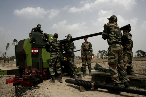 Indian army men practice operating a ZU23 Double barrel gun during a military war exercise. Image by Sanjeev Syal. copy right Demotix (29/5/2011)