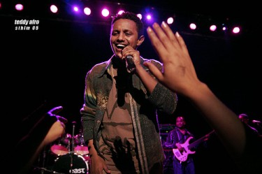 Teddy Afro in concert. Photo of Flickr user ALEMUSH released under Creative Commons (CC BY-NC-SA 2.0) .