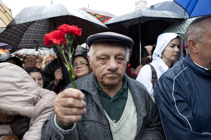 A man with carnations, a symbol of Freedom Day (Lisbon, 25/04/2012). Photo by Fernando Mendes copyright Demotix