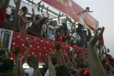 Verkiezingsbijeenkomst in Myanmar