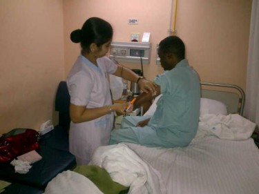 Oke in an Indian hospital (Image by @seunfakze, April 11, 2012)