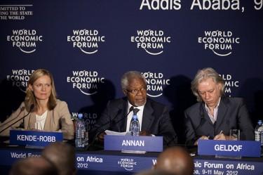 Каролин Кенд-Роб, Кофи Анан и Боб Гелдоф - Световен икономически форум в Африка 2012. Снимка: World Economic Forum (CC BY-SA 2.0)