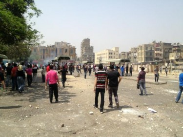 Clashes between thugs and protesters, by Abbassiya metro station. Image by Twitter user @adamakary.