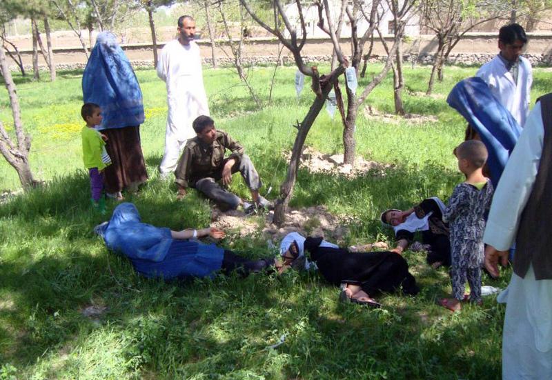 Studentesse prive di coscienza dopo ever bevuto acqua avvelenata in Afghanistan