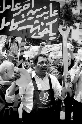 Demonstration in Cairo. Image by Hossam el-Hamalawy on Flickr (CC BY-NC-SA 2.0).