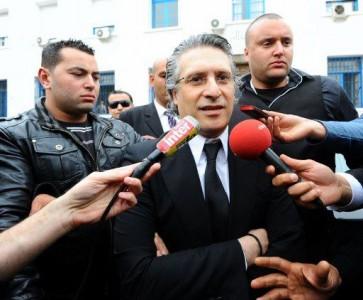 نبيل القروي متحدثاً للصحفيين أمام المحكمة بتونس. تصوير machhad.com تحت رخصة المشاع الإبداعي النسخة 3.0