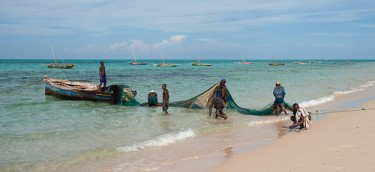 Mozambican fishermen. Image by Flickr user stignygaard (CC BY-NC-SA 2.0)