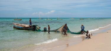 Mozambican fishermen. Image by Flickr user stignygaard (CC BY-NC-SA 2.0)