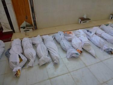Тела на жертви преди масово погребение