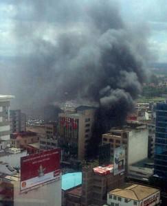 Мястото на взрива в Найроби. Снимка, споделена в Twitpic от @JoeWMuchiri.