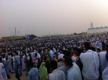 Manifestação pacífica em Nouakchott a 2 de Maio. Imagem do utilizador do Twitter @ahmedj85.