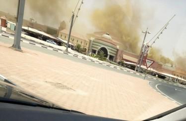 Издигащ се пушек от Виладжио мол. Снимка @LivinginDoha.