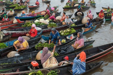 Boats in the floating Indonesia maket of Lok Baintan