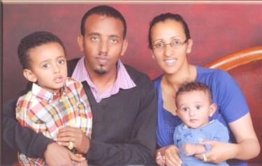 Andualem Aragie con la famiglia