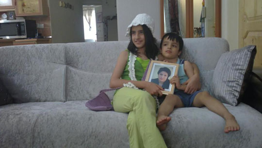 Mehraveh Khandan and her brother. Image from haghmosalamma.blogspot.ca.