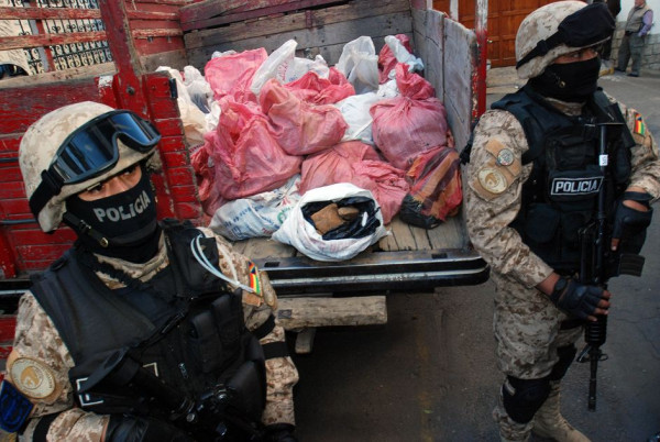 Police seize 2 tons of uranium in Sopocachi, La Paz, on August 28. Photo shared via Twitpic by Twitter user @pagina_siete
