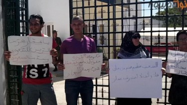 Protest staged outside the Tunis Military Court in support of Massoudi. Photo via Nawaat.
