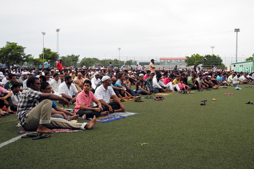 A large congregation gathers for Eid prayers in Malé, Maldives. Image by niOS. Used with permission.