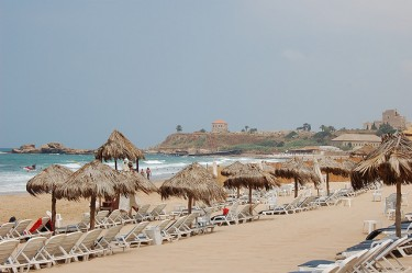 Voile Bleue beach in Jbeil, Lebanon. Image by Flickr user  Haole Punk (CC BY-NC-SA 2.0).