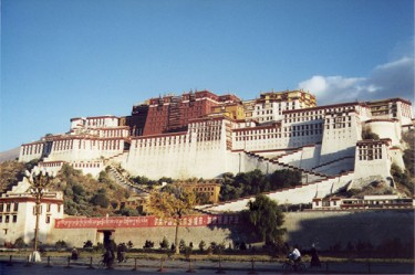 Potala Palace in Lhasa has always been a touristic attraction in Tibet. Photo by Flickr user Jamie Barras (CC: NC-SA)
