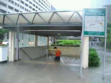 Flooding in Ayala Underpass located in the country's central business district. Photo from Facebook page of Joel Garzota Vmobile.