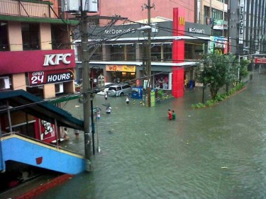 Flood in Morayta near the country's university zone. Photo from Facebook page of AiRon Sulit.