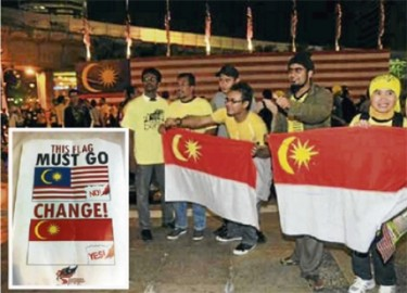 Protesters brandishing the proposed new flag. Photo from blog of Syed Akbar Ali
