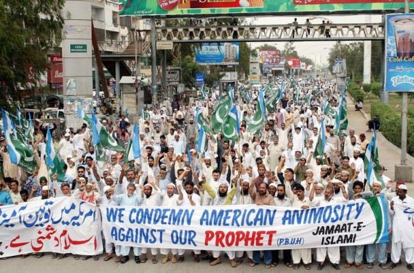 Activists of Jamat-e-Islami chant slogans against the anti-Islam movie released in the USA, Karachi, Pakistan. Image by Owais Aslam Ali. Copyright Demotix (14/9/2012)