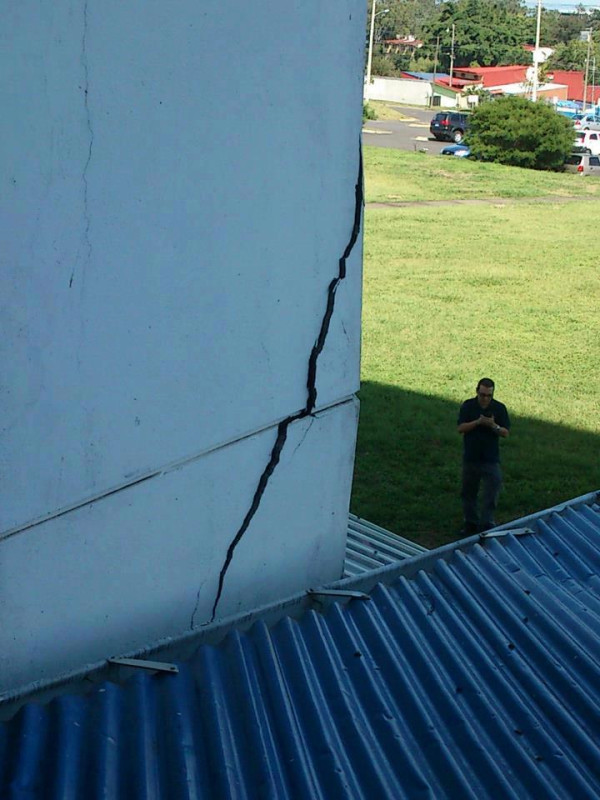 Electric Engineering building at University of Costa Rica after September 5 earthquake. Image shared via Twitpic by user @criperro