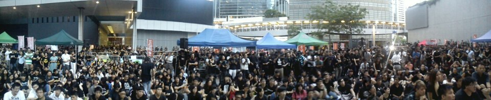 A panoramic view of the September 3 after school gathering outside the government building. Image from Scholarism on Facebook.