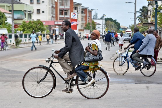 """Mozambique: Taxi bicycles prevail in Quelimane."" Photo by António Silva in Sapo (public domain)"
