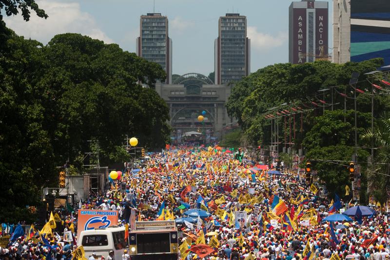 Henrique Capriles presidential campaign closes in Caracas