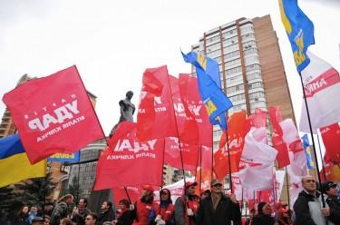 Centinaia di ucraini protestano per le elezioni truccate