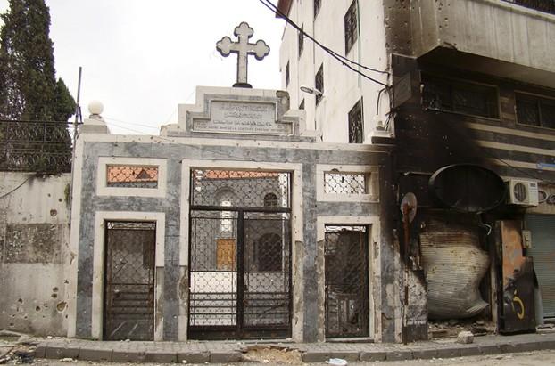 I danni subiti dalla chiesa Um Al-Zennar a Homs, Siria.
