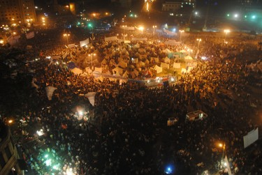 Night falls at Tahrir as protestors continue their sit-in