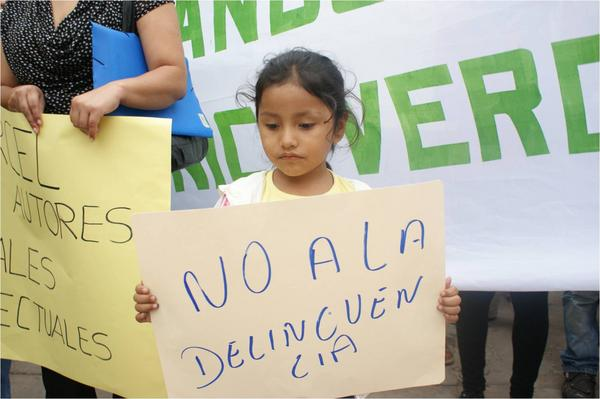 """No to delinquency"", march in Yacuiba, October 30, 2012. Photo shared by Esteban Farfán Romero on Twitter."