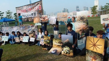 Green groups displayed photos of the coastline habitants on the November 4 protest. Photo by Mary Chan, used with permission.