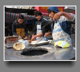 مقال مصور عن بيتزا أويجور في مدينة كاشجر، شينجيانج