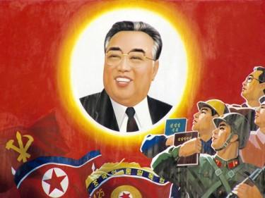 جدارية لكيم إيل سونج حاكم كوريا الشمالية السابق. تصوير yeowatzup على فليكر، مستخدمة تحت رخصة المشاع الإبداعي