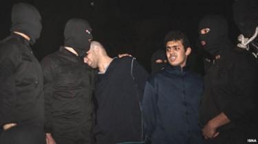due giovani giustiziati per impiccagione, Teheran, Iran