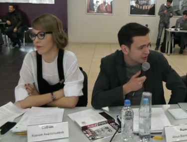 Ex-partners Ksenia Sobchak and Ilya Yashin, sharing an awkward moment. 16 February 2013, screenshot from YouTube.