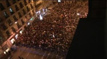 Airview of the sit-in infront of the Popular Party headquarters in Madrid. Picture by Periodismo Humano published under CC Licence.