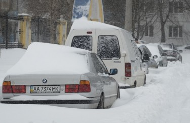 Cars stuck in snow in Kyiv. Photo by Roman Pilipey, copyright © Demotix (23/03/13).