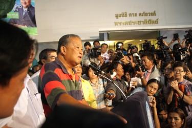 Bangkok Governor Sukhumbhand Paribatra holding a press conference. Photo by Piti A Sahakorn, Copyright @Demotix (3/3/2013)