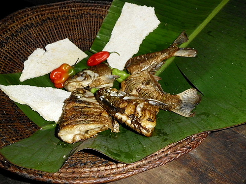 Typical fried fish prepared by the students. Photo by Kuranicha.