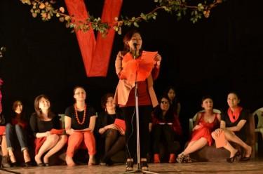 Allestimento de 'I monologhi della vagina a Biskek, 2013.