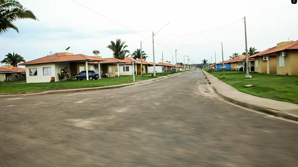 Deserted street at Nova Mutum Parana, a village built by Jirau power plant, which contrasts with Jaci's demographic explosion.  Photo: Marcelo Min