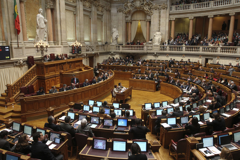 Portugal's government defeated a no confidence motion, while the move united all the opposition in parliament against austerity policies and rattled the stock market. Photo by Thomas Meyer copyright Demotix (03/04/2013)