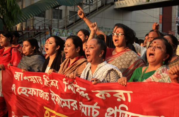 Activists of Bangladesh group theater federation took a part of mach against Hifazat-e-Islam long march in the Dhaka. Image by Rehman Asad. Copyright Demotix (5/4/2013)
