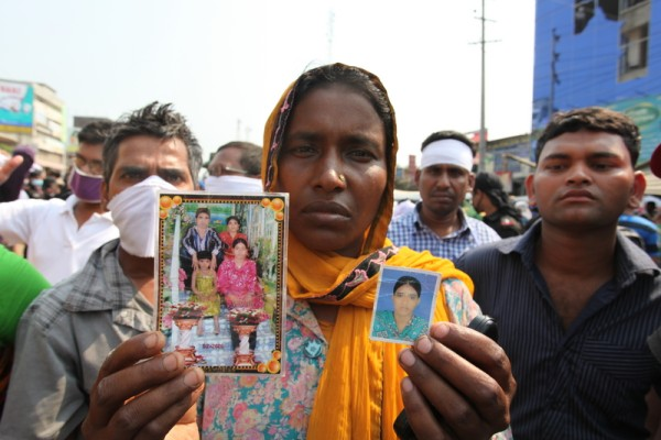 Relatives of missing or dead garment workers optimistic 17 days after the incident. Image by Shafiur Rahman. Copyright Demotix (10/5/2013)